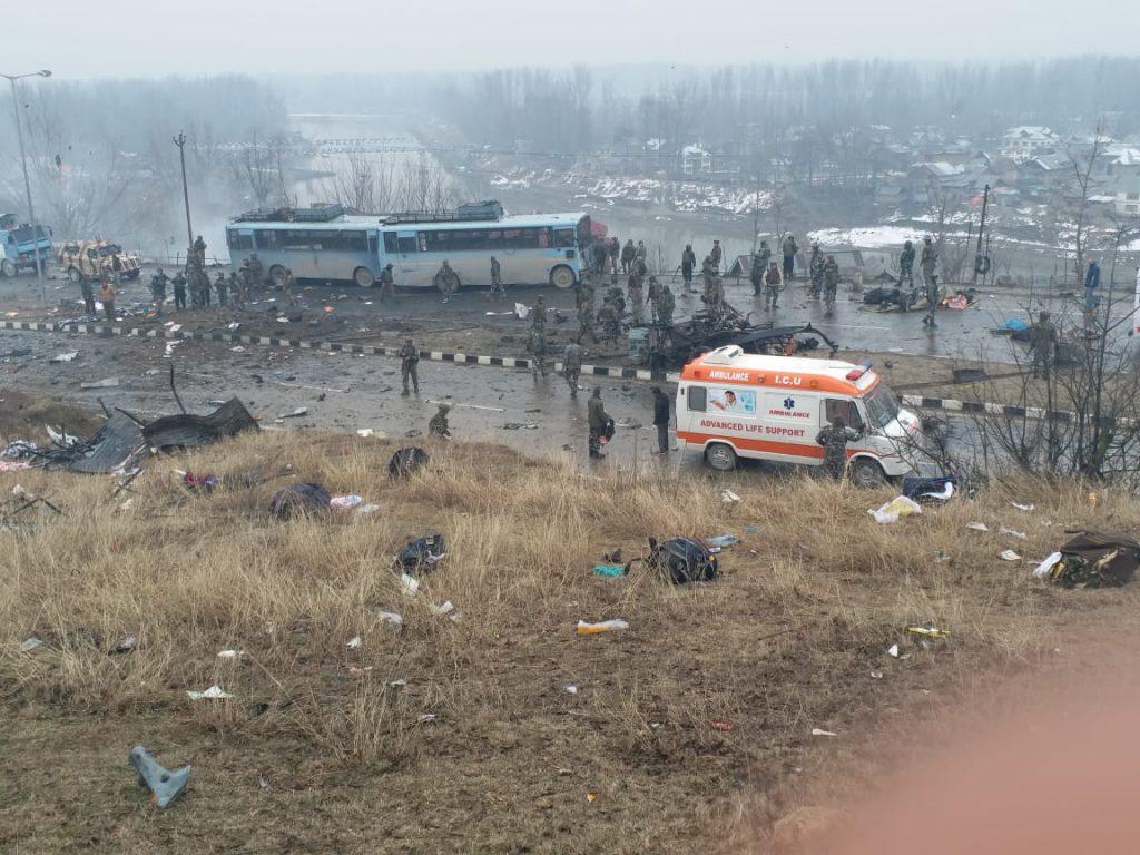 पुलवामा में शहीद हुए 42 जवान, ये रही पूरी लिस्ट...