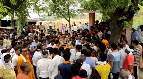 कानपुर: शहीद वायु सैनिक कपिलेश के अंतिम दर्शन को उमड़े लोग, नम आंखों से दी अंतिम विदाई
