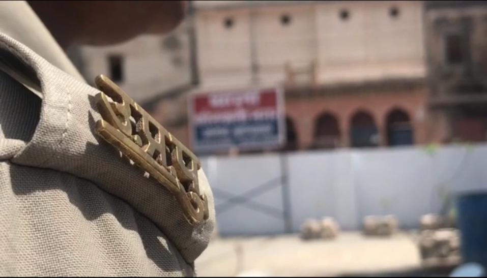 कानपुर में दरोगा की गुंडई का वीडियो हो रहा वायरल, आप भी देखें…