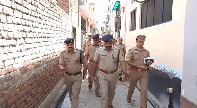 बुलंदशहर: दिन दहाड़े लूट औऱ महिला पर हमले के मामले में घटनास्थल पर निरीक्षण करने पहुंचे एसएसपी