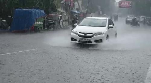 कानपुर: मानसूनी बारिश ने शहर को किया सराबोर, शहरवासियों को उमस भरी गर्मी से मिली राहत