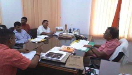 गोण्डा: पात्र लाभार्थियों को योजनाओं का लाभ समय से दिलाएं अधिकारी-मण्डलायुक्त