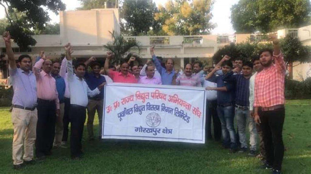 गोरखपुर : जूनियर इंजीनियर की आर-पार की लड़ाई, कहा- महंगी बिजली खरीद रहा विभाग