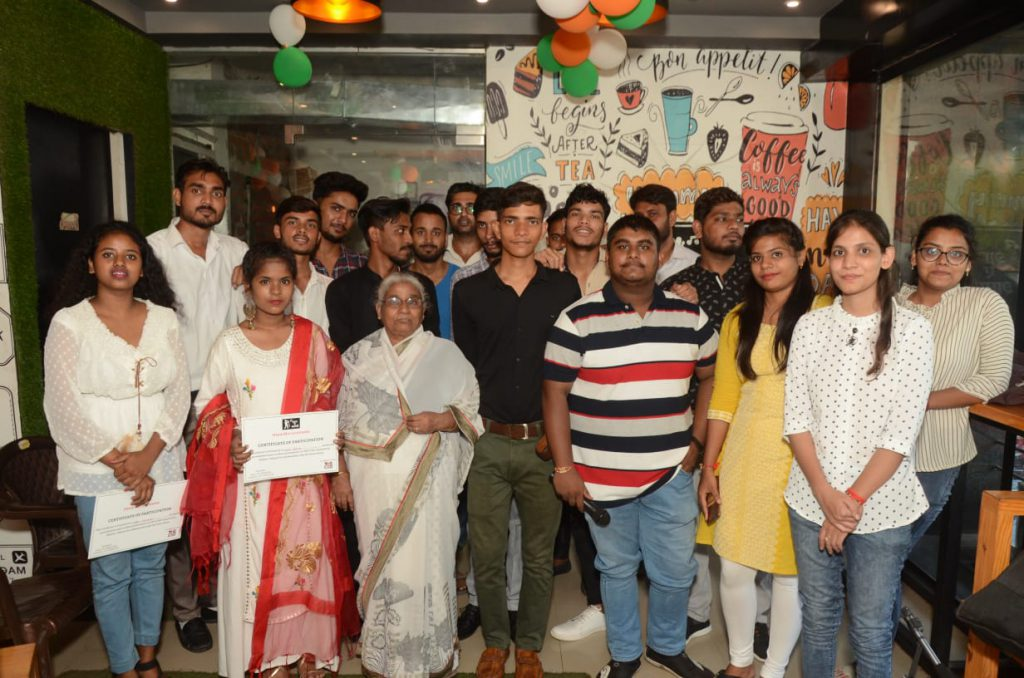 शाम- ए- शायरी: युवाओं ने बिखेरे प्रतिभा के रंग, आपका The Republic India रहा मीडिया पार्टनर