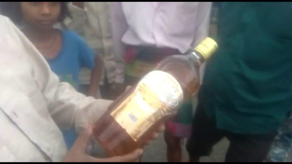 बाराबंकी : नहर में बह रही देशी व अंग्रेजी विश्की शराब