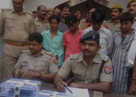 वाराणसी: भेलूपुर पुलिस ने 40 चोरी की मोबाइल के साथ चार अभियुक्त को गिरफ्तार किया