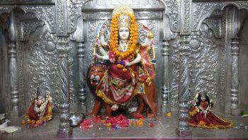 शुक्लागंज : शारदीय नवरात्र की पूर्व सध्ंया पर जमकर हुई खरीददारी, सजाये गये माता के दरबार