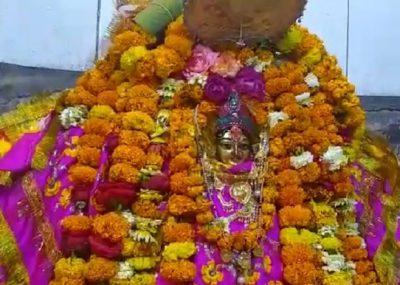 अमेठी के मंदिरों में मां दुर्गा हुई विराजमान, मां कालिका के मंदिर में लगी भक्तों की भीड़