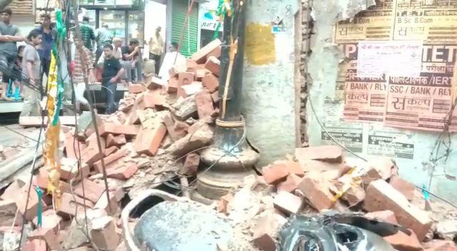 वाराणसी : 48 घंटो की बारिश से जर्जर मकानों ने तोड़े दम