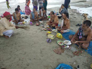 शुक्लागंज : पन्द्रह दिनों के गरू दिन में पिंडदान कर पूर्वजों को दी गई श्रद्वांज