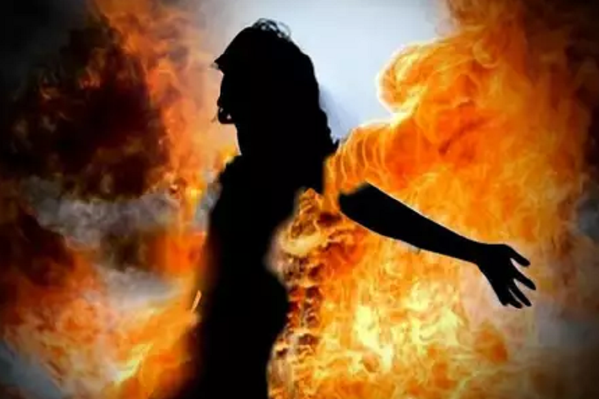 कानपुर: आग से जलकर महिला की मौत, परिजनों ने लगाया दहेज का आरोप
