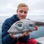 19 वर्षीय गाइड ने समुद्र से बड़ी आंखों वाले डायनासोर मछली पकड़ी, तस्वीरें वायरल