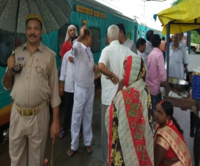 गोरखपुर: आखिर क्यों रास्ते में ही रोकनी पड़ी सप्तक्रांति, हमसफर एक्सप्रेस