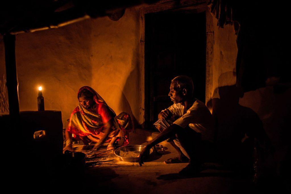 चुप हो जाइए, अधिकारी सब सो रहे हैं, गांव वाले बिन बिजली 4 साल से रो रहें