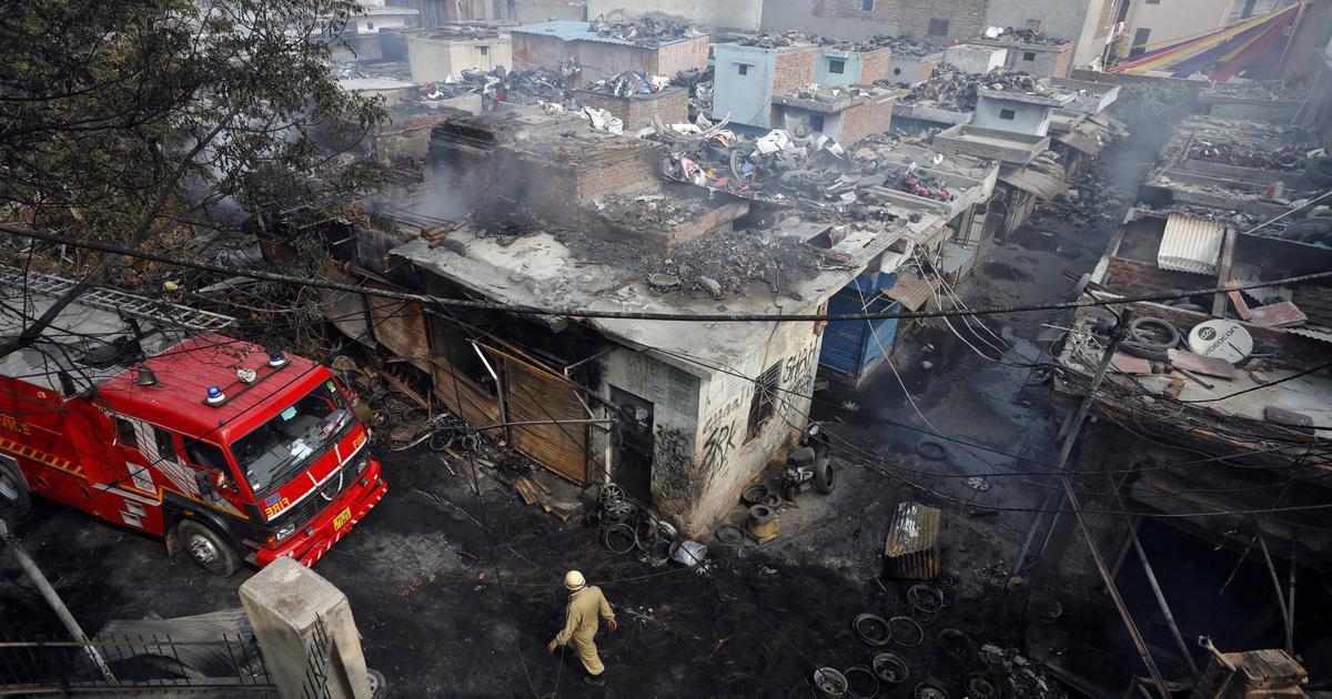 राख के ढेर और नाले से निकल रही लाशें दे रही दिल्ली हिंसा की गवाही