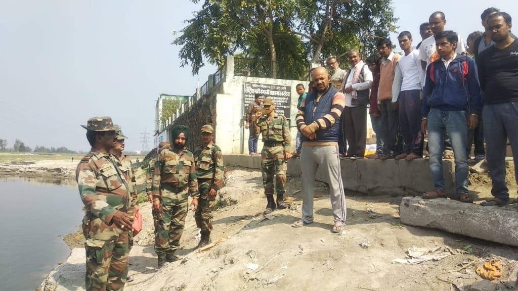 आर्मी की एक टीम ने गंगाघाट क्षेत्र के जाजमऊ चंदन घाट लिया जायजा