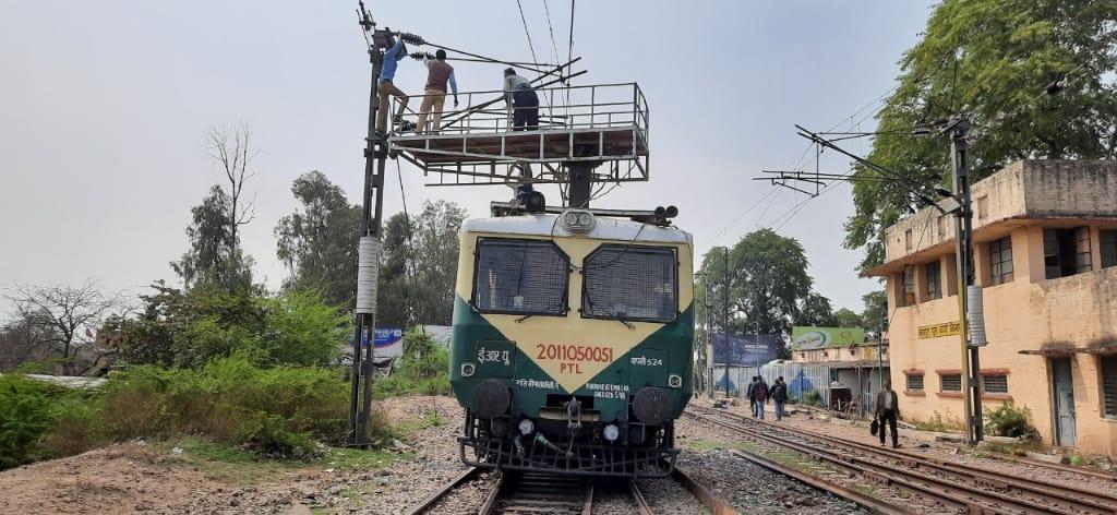 अप और डाउन लाइन पर मरम्मत के चलते बंद रहा ट्रेनों का संचालन